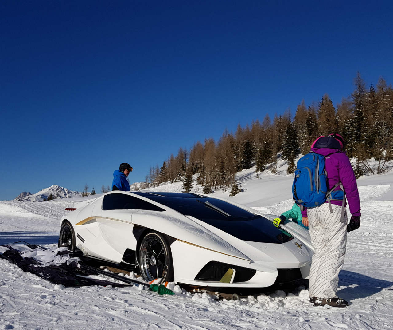 Frangivento car in the mountains